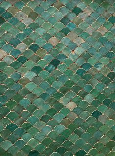Aqua tiles in Marrakech This would look so great as the kitchen backsplash! Baths Interior, Bathroom Interior Design, Stone Tile Texture, Art Marocain, Pepper Tree, Bungalow Renovation, Art Nouveau Tiles, Vintage Bathrooms, Bathroom Accessories Sets