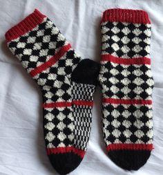 Bilderesultat for anna-karin jobs arnberg Crochet Socks, Diy Crochet, Knitting Socks, Knitted Hats, Yarn Projects, Knitting Projects, Knitting Charts, Knitting Patterns, Patterned Socks