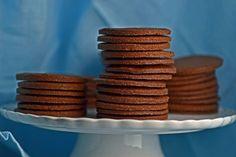 Gluten-free thin & crispy chocolate wafer cookies (for icebox cake! Gluten Free Sweets, Gluten Free Chocolate, Gluten Free Cookies, Gluten Free Baking, Gluten Free Recipes, Chocolate Wafer Cookie Recipe, Chocolate Wafers, Chocolate Cream, Chocolate Cookies