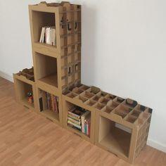 Hace tiempo que conozco la forma de construir una estantería con cajas de fruta, y también os he hablado de como hacer una estantería con cajas madera. Pero esta vez la solución vuelve a ser el car…