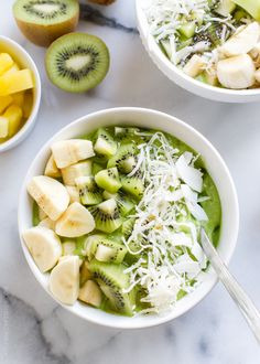 Green Smoothie Bowl! Skip the straw and grab a spoon - this is the perfect breakfast, lunch, or post workout snack!