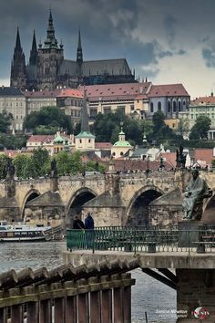 I seriously can't wait to go back to Prague. There's something very intriguing about this dark, mysterious city. I loved it!!!!