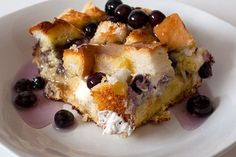 Crock Pot Blueberry French Toast is a favorite of my Hubbies - www.getcrocked.com