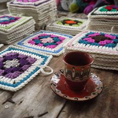 .. happy sunday! #wip #grannysquare #blanket .. #pazarpazar'ım!  #pippisLongstockings #crochetersofinstagram #instacrochet #crochetingisfun #crochet #tığişi #crafts #chunky #bulky #scrapyarn #project #happysunday #turkishcoffee #bulgarianpottery  '16mar27sun  #bursa #turkey by gulbeyazz_akazz
