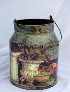 decoupage / old bottles and cans Tin Can Crafts, Diy And Crafts, Arts And Crafts, Painted Milk Cans, Old Milk Cans, Vintage Milk Can, Decoupage Art, Tole Painting, Vintage Shabby Chic