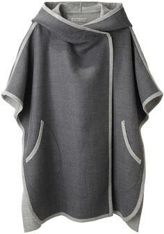 Tsumori Chisato Hooded Cape I dont think I could pull this off but I love it. T Tesettür Hırka Modelleri 2020 Mode Style, Style Me, Oversize Pullover, Vetement Fashion, Mode Hijab, Mode Outfits, Diy Clothes, Ideias Fashion, Knitwear
