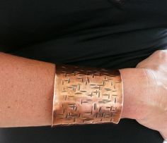 Wide Hammered Copper Cuff Bracelet Handmade Modern…