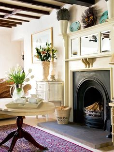 English Country Cottage - Home Bunch - An Interior Design & Luxury English Cottage Interiors, English Cottage Style, English Country Cottages, English House, Cottage Living, Cottage Homes, Country Living, Living Room With Fireplace, My Living Room