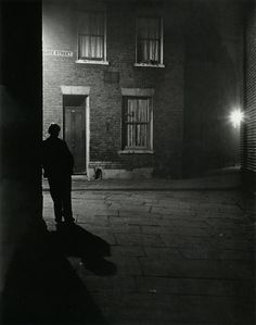 Bill Brandt London, 1937 From The Photography of Bill Brandt. The use of black and white as well the uses of shadow create a very good mysterious tone within the image. Bill Brandt Photography, City Photography, Night Time Photography, Loneliness Photography, Mysterious Photography, Great Photos, Old Photos, Man Ray, Chiaroscuro