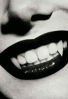Imagem de vampire, teeth, and lips Art Vampire, Vampire Fangs, Vampire Love, Vampire Girls, Vampire Legends, Vampire Facial, Gothic Vampire, Vampire Queen, Dark Fantasy