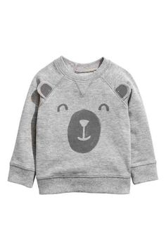 Top in light, patterned sweatshirt fabric with press-studs at the back, long raglan sleeves and ribbing around the neckline, cuffs and hem. Baby Bear Outfit, Baby Boy Outfits, Boys Clothes Online, H&m Kids, Children, Kids Fashion Boy, Grey Sweatshirt, Hoodie, T Shirts