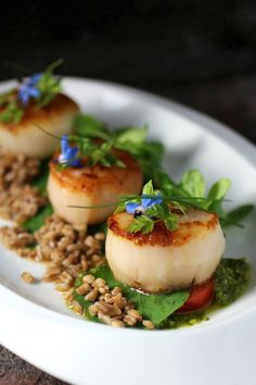 Scallop, Farro, Micro Greens, Lemon Basil Sauce - Taste With The Eyes Fish Recipes, Seafood Recipes, Gourmet Recipes, Appetizer Recipes, Cooking Recipes, Gourmet Foods, Gourmet Desserts, Water Recipes, Scallop Recipes