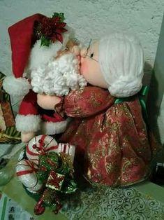 Nikki Reid Mims's media content and analytics Merry Christmas, Felt Christmas, Christmas Home, Christmas Ornaments, Christmas Projects, Holiday Crafts, Holiday Decor, Holiday Wreaths, Christmas Decorations