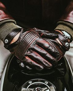 Heritage gloves by @christophefenwick . #paris #ridewithstyle #laclasse…