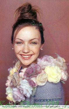 Ещё прекрасные розочки из пряжи для украшения одежды. Обсуждение на LiveInternet - Российский Сервис Онлайн-Дневников