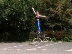 Video : Fixed Gear Bike Tricks by Ines Brunn on an Artistic Bicycle Extreme tricks on a fixed gear bike from wheely to handstand
