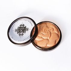 Oscar Glow - Venus De My Glow Cat Cosmetics! I use this for everything, eyes even lips when traveling awesome too.