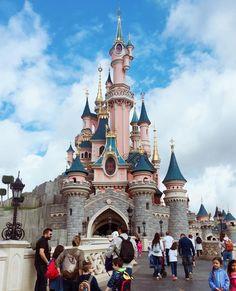 Disnayland Paris welcome to! relacja w vlogu 18 juz na @youtube (LINK W BIO) #yt #disneyland #disneylandparis #galanty #yt #youtube #vlog @tokarzewska #palace #king #childhood #beautiful #goodday #smilen #pink #princess #disney #story #dream #kingdom #queen #love #goodlife #france #paris #youtuber #ready #readytogo