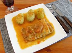 Cod in tomato sauce | Food From Portugal. Cod with excellent presentation, confectioned with a sauce of tomato, olive oil, onion, garlics and white wine, seasoned with salt and pepper. http://www.foodfromportugal.com/recipe/cod-tomato-sauce/