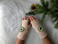 Guanti senza dita all'uncinetto con fiore - Fingerless gloves crocheted - Gloves handmade - Gloves and mittens - Made in Italy