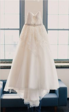 Strapless Lace Bodice Ball Gown Organza Wedding Dress with Beading Belt
