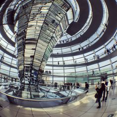 I love having guests so I can show them this. Always amazing. #berlin #reichstag #normanfoster #myberlin #architecture #berlinfeelings #berlinvibes #awesomeberlin #berlinfans #iloveberlin