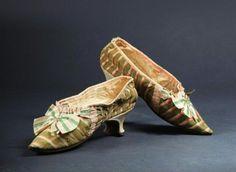 Paire de souliers de Marie-Antoinette (c) Etude Coutau-Bégarie.