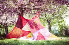 """VINTAGE KNIT TEEPEE 8SQ """"red"""" via TIPIYEAH. Click on the image to see more teepee ´s!"""