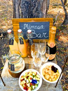 October is here and it's time to freshen up! Mimosa Bar created by Inspired Team of Vumbura Plains South. So Refreshing, So Tasty! Safari Food, Delicious Desserts, Yummy Food, Bar Set Up, Mimosa Bar, Picnic Foods, Camps, Main Meals, Alcoholic Drinks