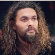 The most beautiful bearded, longhaired man on earth. Jason Momoa Aquaman, My Sun And Stars, Hollywood, Raining Men, Julia, Dream Guy, Good Looking Men, Gorgeous Men, Beautiful People