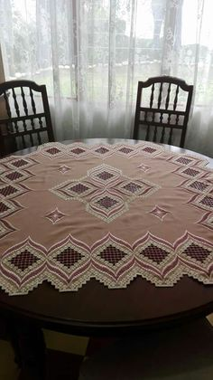 Hardanger Embroidery, Projects To Try, Cross Stitch, Rugs, Crafts, Home Decor, Projects, Table Runners, Tablecloths