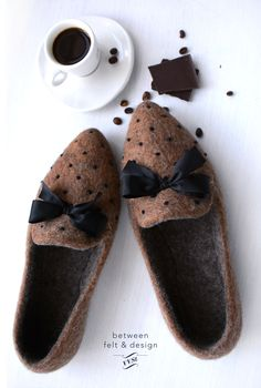 Pointy Flats, Felted Slippers, Warm Blankets, Mother Gifts, Timeless Fashion, Gifts For Women, Vintage Items, Fashion Shoes, Handmade Gifts