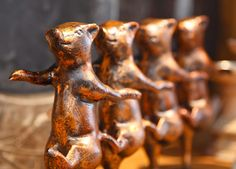 Iron dancing pigs sculpture - perfect kitchen decor item! $75