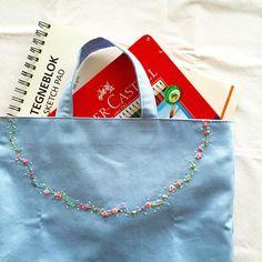 """19 Likes, 7 Comments - ここ (@coco8949) on Instagram: """"水色生地の在庫終了🎵  刺しゅうを始めて半年。娘が幼稚園の時にこんなの作れたら良かったな〜 . #embroidery #刺しゅう #刺繍 #レッスンバッグ #bag"""""""