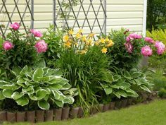 33 Beautiful Flower Beds Adding Bright Centerpieces to Yard Landscaping and Garden Design is part of Flower garden Landscaping - Flower beds are gorgeous elements of garden design Flower Bed Designs, Flower Landscape, Garden Decor, Backyard Flowers Garden, Flower Garden Design, Garden Planning, Yard Landscaping, Beautiful Gardens, Outdoor Garden Decor
