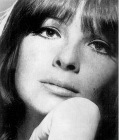 vintage photos Diane Keaton - Before the days of airbrushing and photo manipulation. What you saw is what you got, naturally beautiful women no filter needed. Check out this collection of the best vintage photos of beautiful woman. Divas, Katharine Hepburn, Oscar, Famous Women, Famous People, Famous Faces, Old Hollywood, Hollywood Icons, Hollywood Actresses