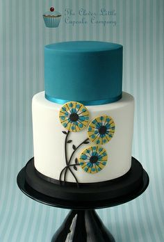 Teal Wedding Cake - Round Wedding Cakes by Cake Central. Extended height bottom tier with stylised flowers and complimenting top tier. Beautiful Wedding Cakes, Gorgeous Cakes, Pretty Cakes, Cupcakes, Cupcake Cakes, Teal Cake, Bolo Floral, Round Wedding Cakes, Gateaux Cake
