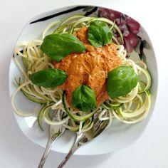 Gesund mit Rohkost - Zucchini Spaghetti mit Tomatensoße