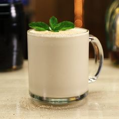This Frozen Brandy Alexander is honestly one of the most scrumptious brandy cocktails out there.This super creamy dessert mixed drink mixes up creme de cacao, brandy, and vanilla ice cream, and is garnished with nutmeg and mint leaves. Party Drinks Alcohol, Fun Drinks, Yummy Drinks, Alcoholic Drinks, Frozen Drink Recipes, Milkshake Recipes, Frozen Drinks, Brandy Alexander Drink, Brandy Cocktails