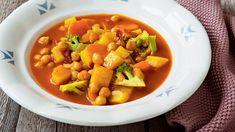 Když je venku sychravo, není nic lepšího než talíř horké a husté polévky, která voní zajímavým kořením a nabízí spoustu různých struktur a chutí. Chana Masala, Thai Red Curry, Food Inspiration, Cantaloupe, Food And Drink, Fruit, Ethnic Recipes, Soups, Diet
