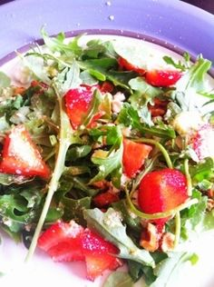 Strawberry goat cheese salad - PERFECT for dieting! Delicious too - PIN