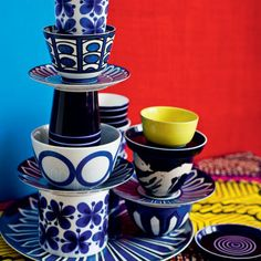 Choose geometric and graphic patterns in similar colours, so there is some co-ordination. Strong patterns in classic colour combinations, such as white and blue, will add punch to your table display.
