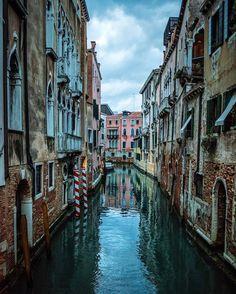 "ELLE DECOR (@elledecor) on Instagram: ""All you need is the gondola.   Photo: @_enk #regram #travelgram #italy"""