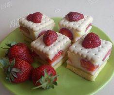 Egy finom Epres-kekszes süti ebédre vagy vacsorára? Epres-kekszes süti Receptek a Mindmegette.hu Recept gyűjteményében! Eastern European Recipes, Cheesecake, Pudding, Baking, Food, Cakes, Google, Recipes, Cake Makers