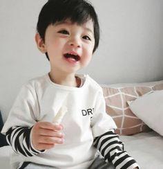 33 best ideas baby korean bunny - MY World Cute Baby Boy, Cute Little Baby, Cute Baby Clothes, Little Babies, Cute Boys, Baby Kids, Cute Asian Babies, Korean Babies, Asian Kids