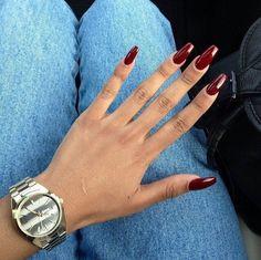griffes : clawnails, le retour de la tendance des ongles griffes ❤️ Seems like the kind of nails Rihanna would rock!❤️ Seems like the kind of nails Rihanna would rock! Burgundy Nail Designs, Burgundy Nails, Dark Red Nails, Maroon Nails, Red Burgundy, White Nails, Oxblood Nails, Red Nail Designs, Claw Nails