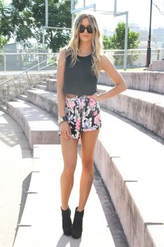Cute, this is like an outfit I wear very often, floral shirts but will try it with the shoe boots