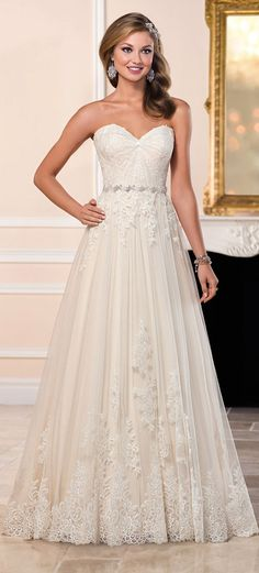 Stunning Tulle Sweetheart Neckline A-line Wedding Dresses With Lace Appliques