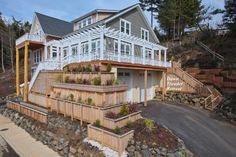 House vacation rental in Lincoln City, Oregon from VRBO.com! Has elevator. Sleeps 25-40. Looks awesome!!!