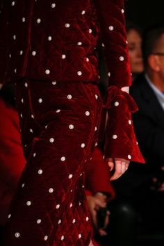 Oscar de la Renta Fall 2018 Ready-to-Wear Collection - Vogue Couture Fashion, Runway Fashion, High Fashion, Fashion Show, Couture Details, Fashion Details, Fashion Design, Dolce & Gabbana, Backstage